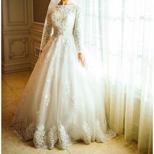 Dresses & Skirts - Long Sleeve Lace Wedding Dress